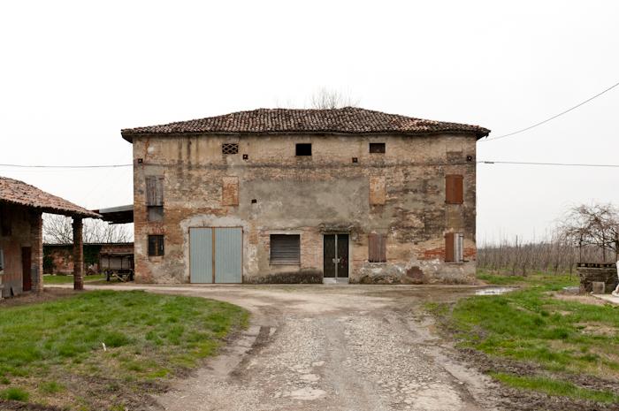 http://davideconventi.com/files/gimgs/66_07-la-villa-2.jpg